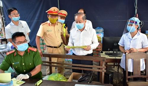 Chủ tịch tỉnh Thừa Thiên Huế: Đừng vì lợi ích nhỏ mà che giấu, chở thêm hành khách trái phép vào Huế