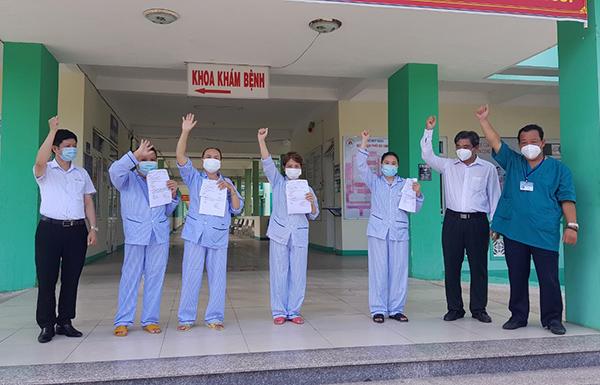 04 BN Covid-19 được xuất viện tại BV Phổi Đà Nẵng sáng nay 10/8