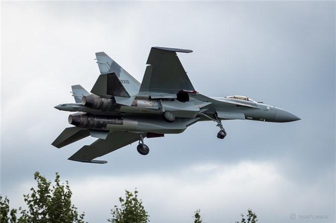 Ai Cap nhan lo tiem kich Su-35 dau tien: Gia dat hon ca F-35 My