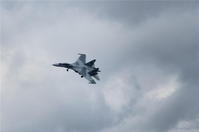 Ai Cap nhan lo tiem kich Su-35 dau tien: Gia dat hon ca F-35 My-Hinh-3