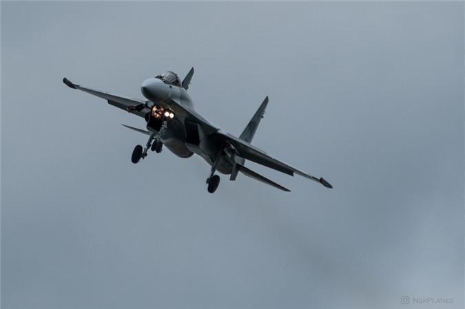 Ai Cap nhan lo tiem kich Su-35 dau tien: Gia dat hon ca F-35 My-Hinh-4