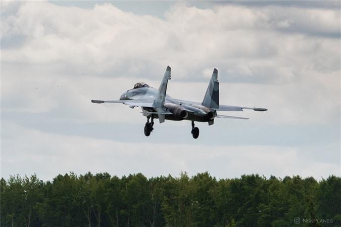 Ai Cap nhan lo tiem kich Su-35 dau tien: Gia dat hon ca F-35 My-Hinh-6