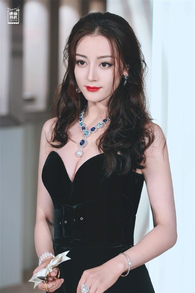 Cùng nhận đóng phim mới, Địch Lệ Nhiệt Ba được khen hết lời trong khi Dương Mịch bị chê không thương tiếc - Ảnh 3