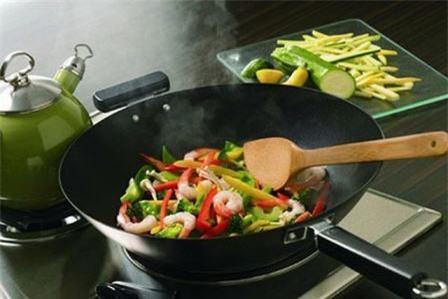 Những dụng cụ nấu ăn có thể gây 'trọng bệnh' mà bạn không thể ngờ - Ảnh 2