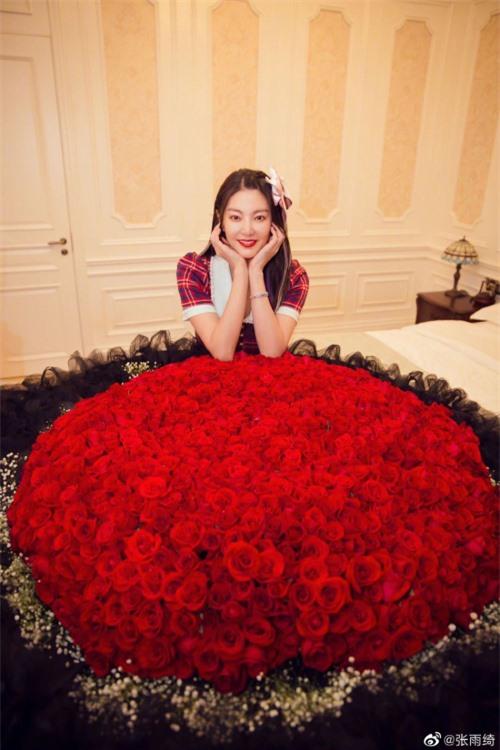 Song Hye Kyo Trung Quốc được tặng hoa hồng khổng lồ - 2