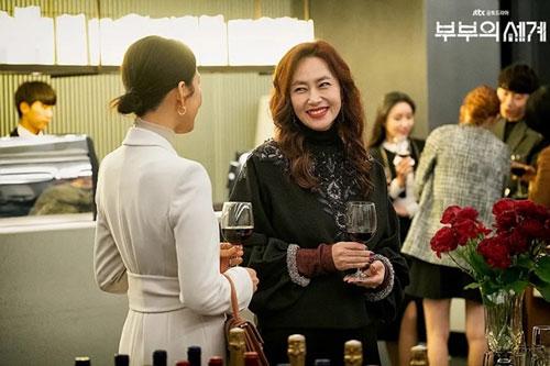 Sao Hàn sắm đồ hiệu 40.000 USD cho 'Thế giới hôn nhân'