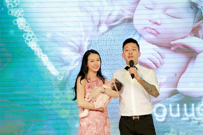 Con gái thứ hai của Tuấn Hưng chào đời ngày 17/4/2014. Bé tên Nguyễn Trần Mỹ Anh và được bố mẹ đặt tên ở nhà là Son. Sự xuất hiện của con gái thứ hai khiến hạnh phúc của vợ chồng Tuấn Hưng thêm viên mãn. Nam ca sĩ rất vui vì gia đình đủ nếp, đủ tẻ.