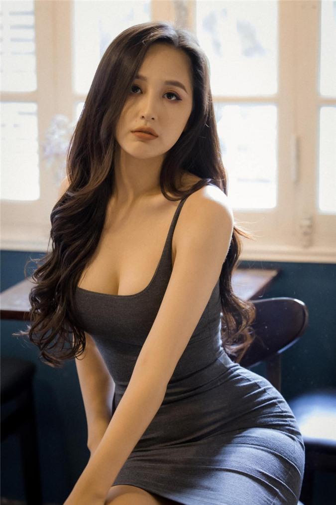 Mai-Phuong-Thuy-dat-so-do-vong-3-ky-luc-105cm-hau-giam-can-83390230_370959137211719_1713801915584787719_o-1596858295-422-width1365height2048