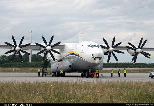 Máy bay vận tải cánh quạt lớn nhất thế giới của Nga chở vũ khí bí mật tới Syria?