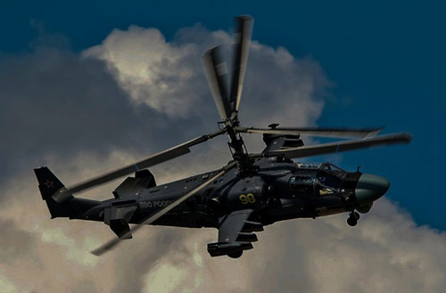Trực thăng chiến đấu Ka-52M sẽ tiêu diệt một tiểu đoàn xe tăng chỉ trong vài phút. Ảnh: Avia - Pro.