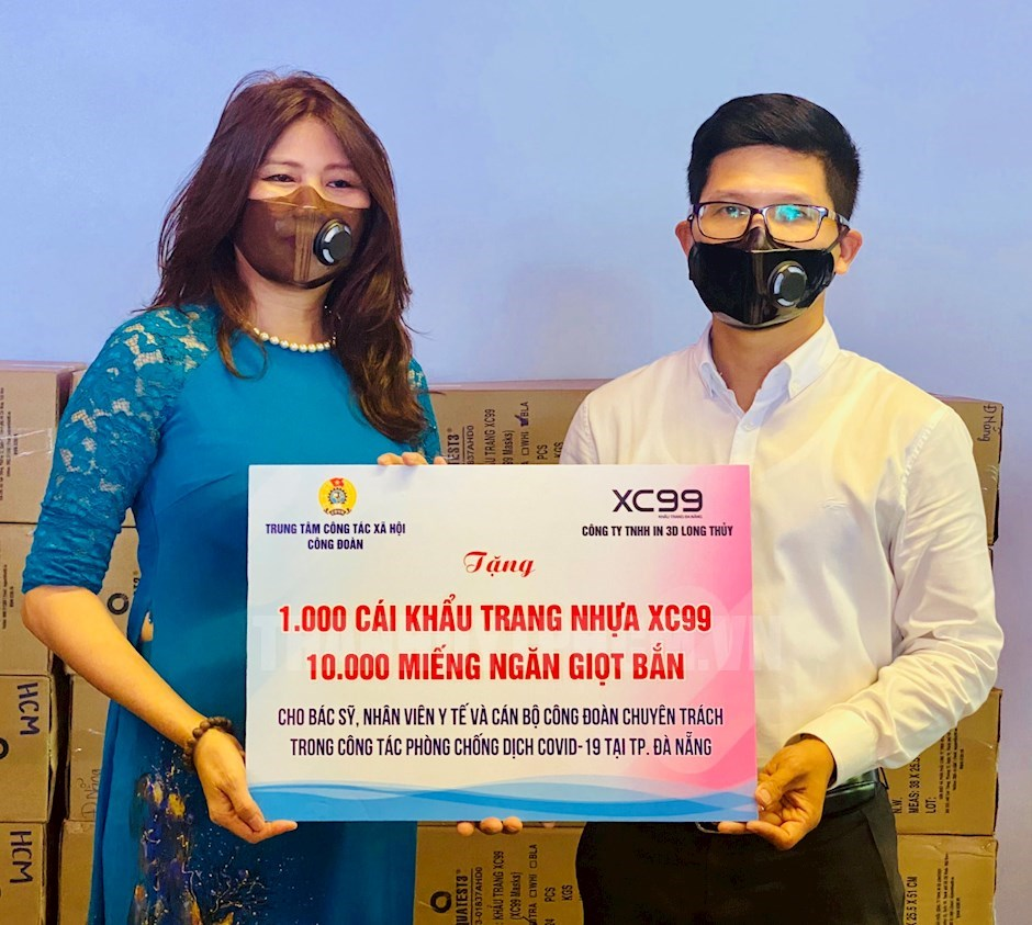 Trao tặng khẩu trang cho y bác sĩ, nhân viên y tế và cán bộ Công đoàn chuyên trách trong công tác phòng, chống dịch Covid -19 tại thành phố Đà Nẵng