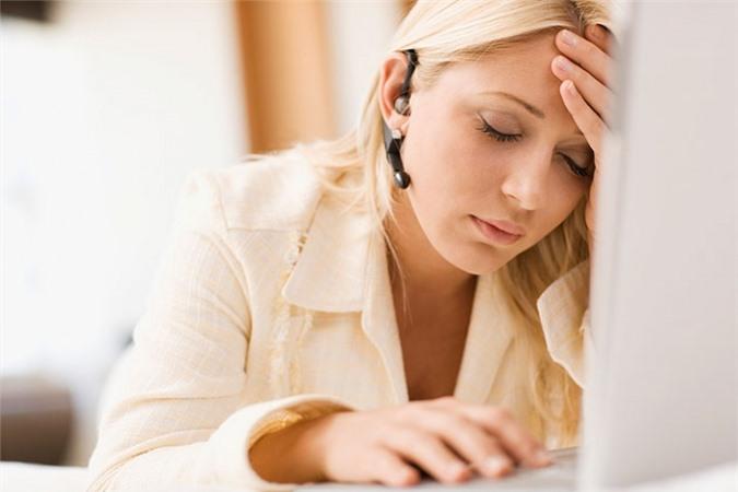 Bên cạnh áp lực công việc và chế độ sinh hoạt không hợp lý, suy nhược cơ thể và thận yếu là hai nguyên nhân cơ bản khiến người trẻ mắc chứng hay quên