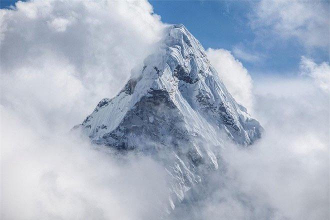 Những rặng núi ngầm dưới độ sâu 660km còn hùng vĩ hơn cả đỉnh Everest - nóc nhà của thế giới.