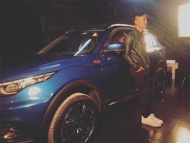 Dư Văn Lạc phải bán bớt xe hơi khi vợ mang bầu lần 2 - Ảnh 1.
