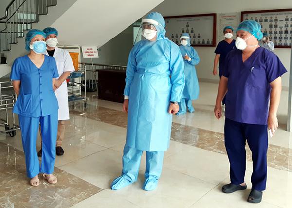 Chủ tịch UBND TP, Trưởng BCĐ Covid-19 TP Đà Nẵng Huỳnh Đức Thơ kiểm tra công tác phòng, chống dịch Covid-19 tại Bệnh viện Đà Nẵng ngày