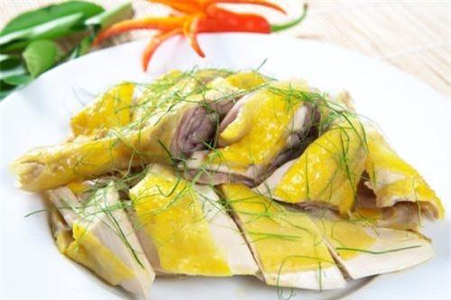 Bí quyết luộc gà ngon, gà không bị nát khi chặt, bắt mắt hơn cả ngoài nhà hàng.