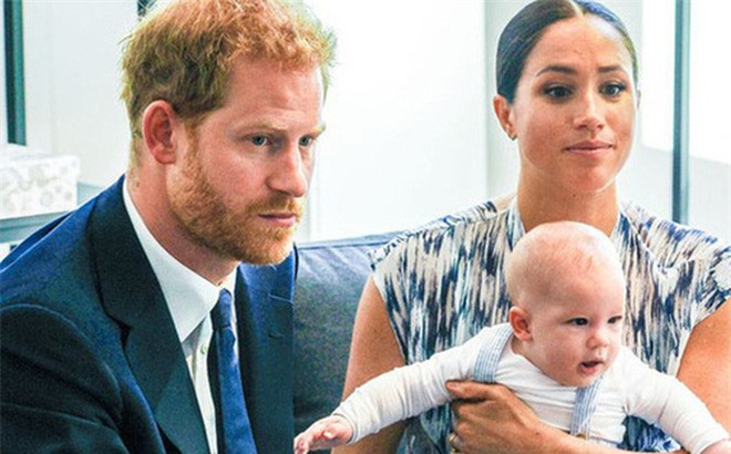 Chỉ với 1 lời nhận xét, Meghan Markle sa thải bảo mẫu của con trai sau 2 ngày làm việc và một loạt tiết lộ mới về quá trình làm mẹ của cô - Ảnh 1.