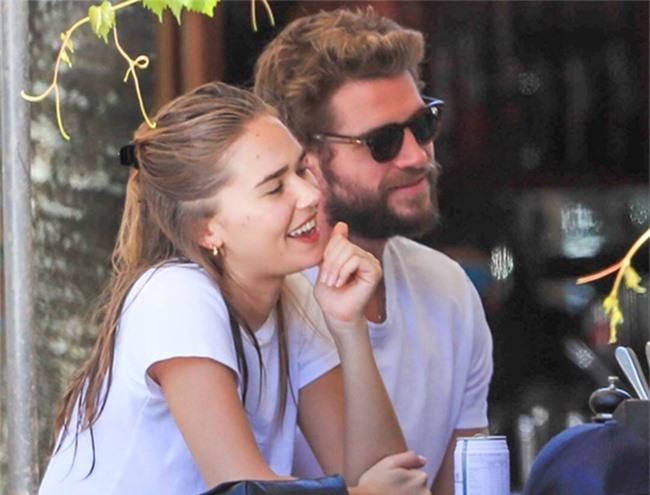 Miley Cyrus và Liam Hemsworth sau một năm ly hôn - 13