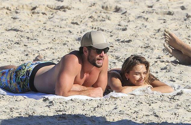 Liam Hemsworth và bạn gái mới, Gabriella Brooks.