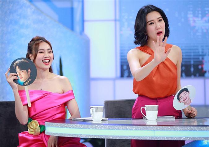 Lan Ngọc tiết lộ mẫu đàn ông trong mơ của cô là tài tử Lee Min Ho của Hàn Quốc còn Thuý Ngân cho rằng Song Jong Ki với nụ cười ấm áp mới là chàng trai hoàn hảo.