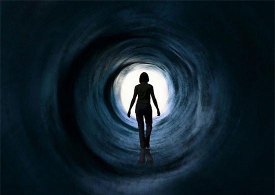 Những lý giải đầu tiên cho trải nghiệm cận chết