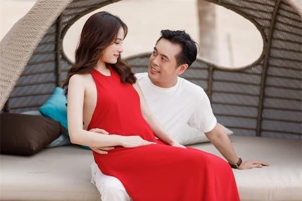 Dương Khắc Linh chăm vợ bầu 5