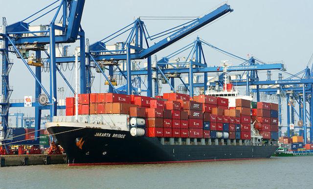 Cán cân thương mại xuất siêu lớn: hơn 8 tỷ USD.