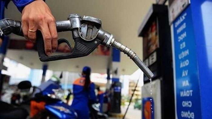 Từ 15 giờ 00 ngày 12/8 giá xăng dầu trong nước giảm nhẹ.