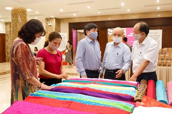 Hàng Việt đến nay vẫn chiếm tỷ lệ cao trong các cơ sở phân phối của doanh nghiệp trong nước (trên 90%), tại các hệ thống siêu thị nước ngoài, chiếm từ 60% đến 96%.