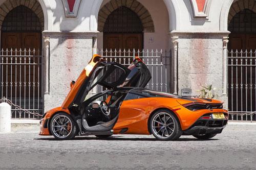 10. McLaren 720S (vận tốc tối đa: 341 km/h).
