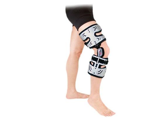Đeo nẹp là một trong những biện pháp nhiều người áp dụng chữa chân vòng kiềng.