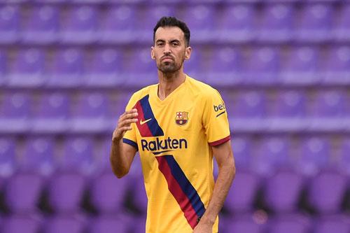 Tiền vệ trung tâm: Sergio Busquets (Barcelona).