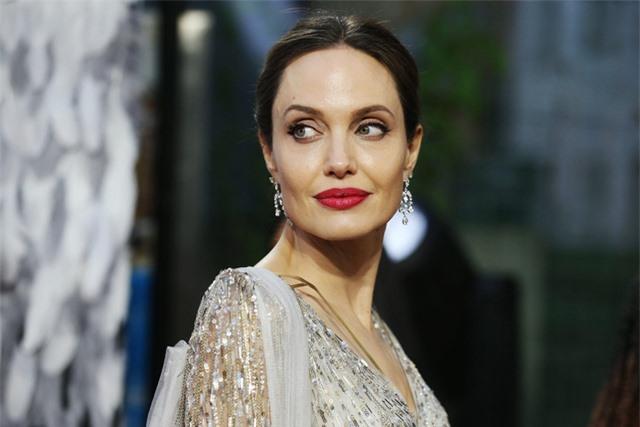 Brad Pitt - Angelina Jolie tiếp tục lùm xùm chuyện ly hôn - Ảnh 1.