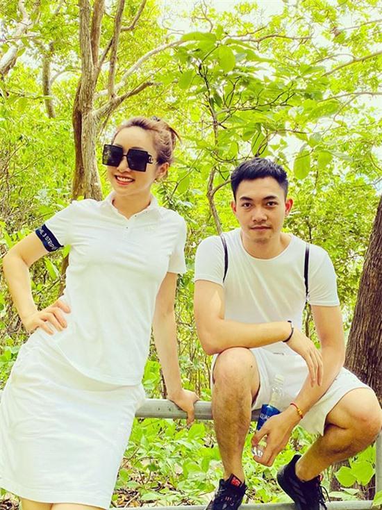 Em trai của Lý Thuỳ Chang cũng có mặt trong chuyến đi này.