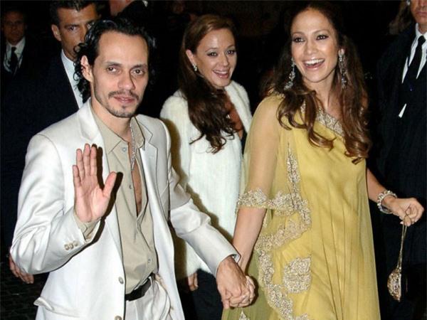 Leah (đứng phía sau) cùng vợ chồng Jennifer Lopez và Marc Anthony đi dự tiệc với Tom Cruise - Katie Holmes năm 2006.