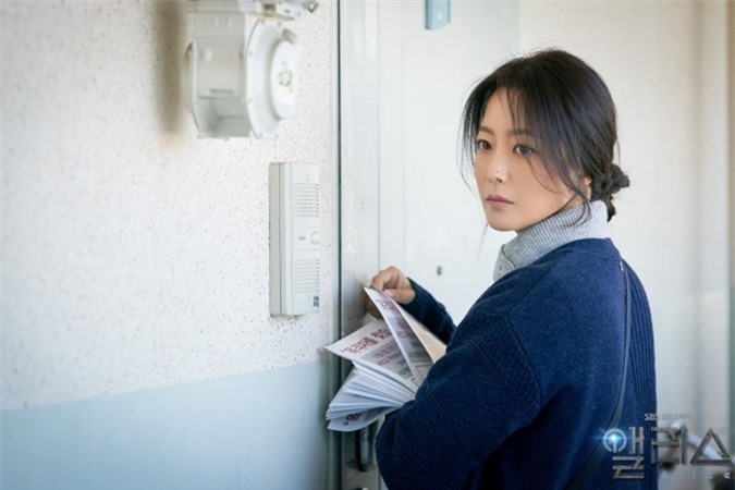 Kim Hee Sun trong vai người mẹ tuổi ngoài 40.