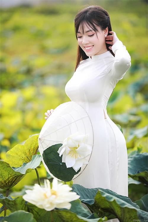 Âu Hạ My sinh năm 1994, từng theo học Đại học Ngoại ngữ - Đại học Quốc gia Hà Nội. Năm 2015, khi là sinh viên năm thứ ba, cô làm giám thị trong kỳ thi THPT quốc gia và bỗng chốc nổi tiếng vì quá xinh đẹp và gợi cảm.
