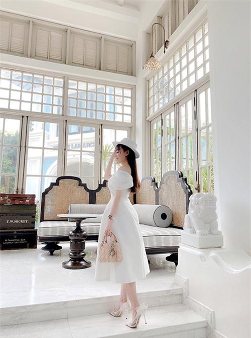 Âu Hạ My sở hữu gu thời trang đa dạng, khi thì dịu dàng tinh khôi như một nàng công chúa, lúc lại nóng bỏng quyến rũ. Cô sở hữu nhiều món đồ hàng hiệu đắt đỏ của các nhà mốt nổi tiếng như Dior, Chanel...