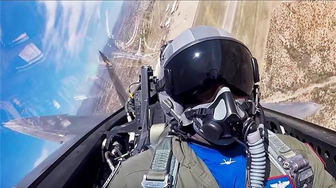 Vu khi phong than loi hai cua phi cong F-22 My