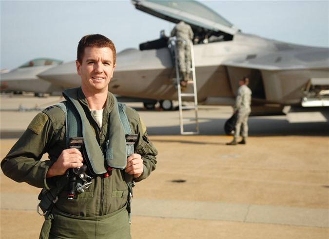 Vu khi phong than loi hai cua phi cong F-22 My-Hinh-4