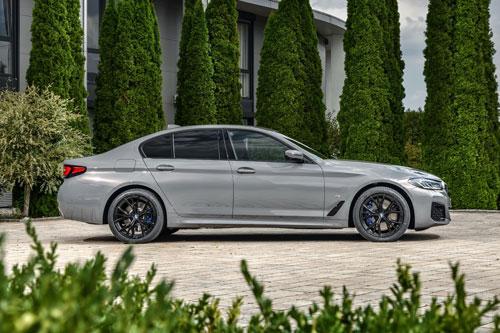 BMW ra mắt sedan mạnh 394 mã lực, tiêu tốn chỉ hơn 2 lít xăng/100 km