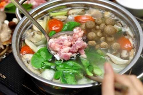 Những loại rau cho vào nổi lẩu dễ sinh độc ảnh hưởng đến sức khỏe, mang họa vào thân