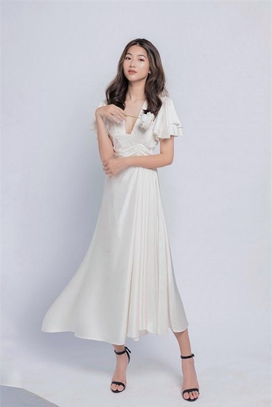 Hiện vì ảnh hưởng của Covid-19, Hà Thi trở về Việt Nam theo học online. Đây cũng là khoảng thời gian thích hợp để cô đăng ký tham gia Hoa hậu Việt Nam 2020.