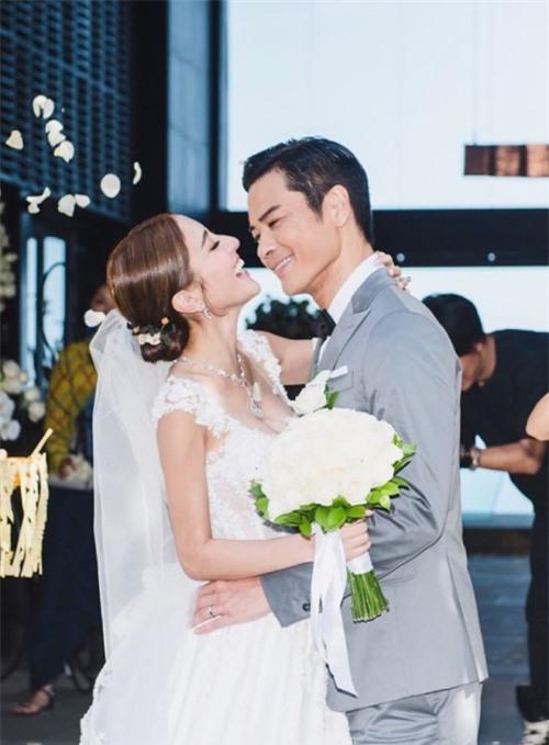Trần Khải Lâm và Trịnh Gia Dĩnh trong ngày cưới năm 2018.