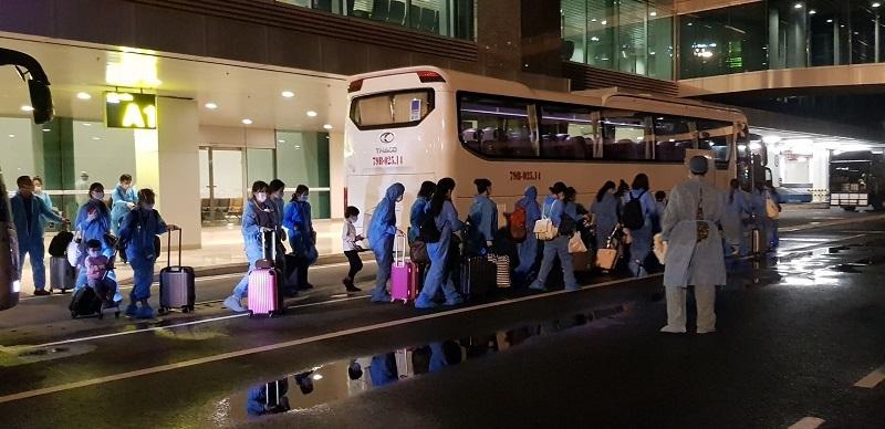 Các công dân Việt Nam trở về từ nước ngoài đều được đưa đi cách ly theo quy định ngay sau khi xuống sân bay.