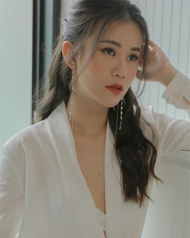 Dàn sao phim Tiểu thư đi học: Angela Phương Trinh ăn chay, Thiên Long rời showbiz - Ảnh 10.