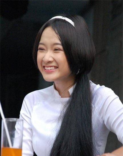 Dàn sao phim Tiểu thư đi học: Angela Phương Trinh ăn chay, Thiên Long rời showbiz - Ảnh 3.