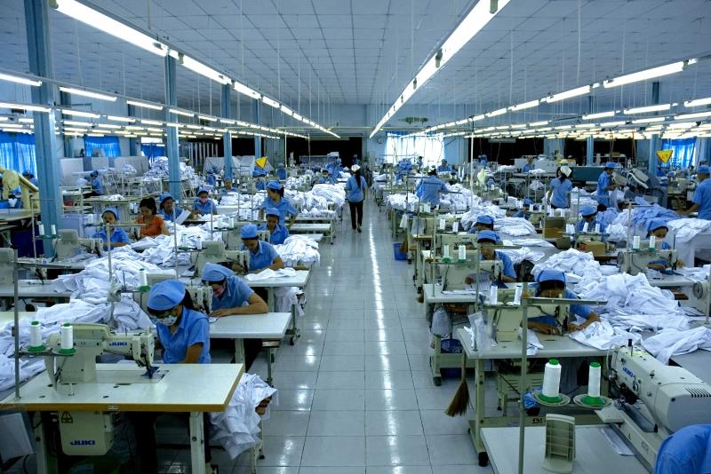 Tác động kép của dịch Covid-19 đã khiến nhiều doanh nghiệp trong lĩnh vực dệt may điêu đứng.