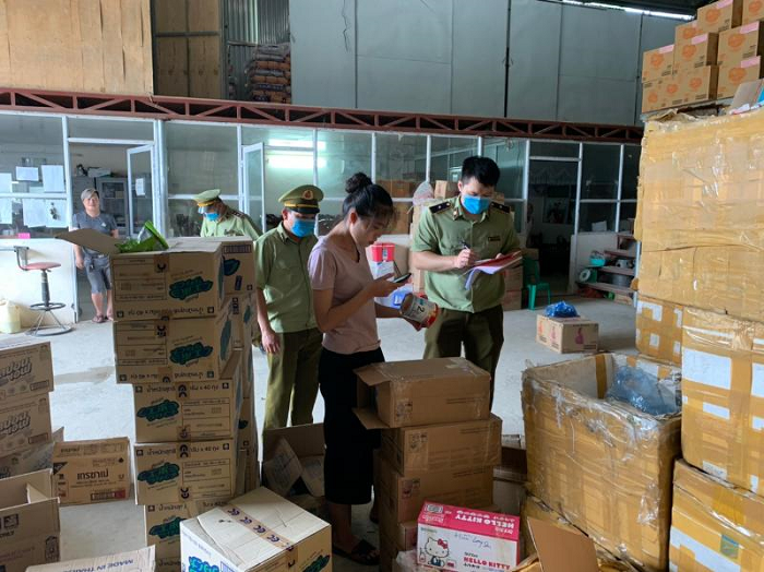 Lạng Sơn: Xử phạt, tiêu hủy các sản phẩm sữa bột dành cho trẻ em nhập lậu trị giá gần 20 triệu đồng.