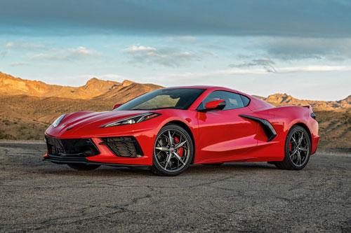 1. Chevrolet Corvette 2020 (giá khởi điểm: 58.900 USD, thời gian tăng tốc từ 0-96 km/h: gần 3 giây).